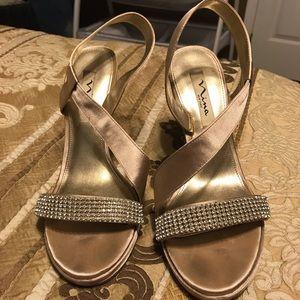 Light gold Nina sandal heels, size 9 barely worn!